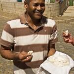 Mota e o queijo característico de Santo Antão