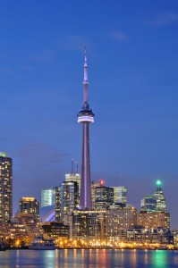 Fonte: http://en.wikipedia.org/wiki/File:Toronto_-_ON_-_CN_Tower_bei_Nacht2.jpg
