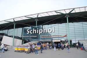 A entreda do aeroporto de Schiphol, Amesterdão (Foto: Cjh1452000/Wikimedia Commons)