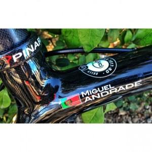 Todas as bicicletas - Pinarello Dogma - têm o nome do ciclista