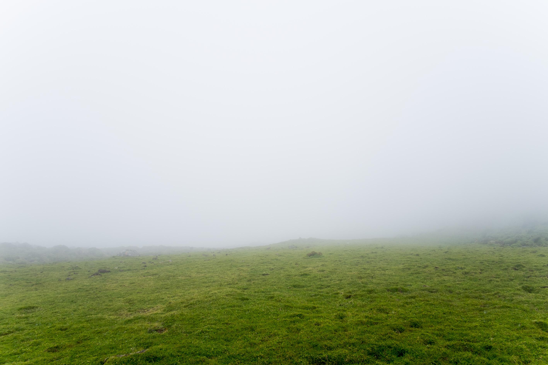 Caldeirão sob nevoeiro. Corvo, Açores. Foto: Enric Vives-Rubio