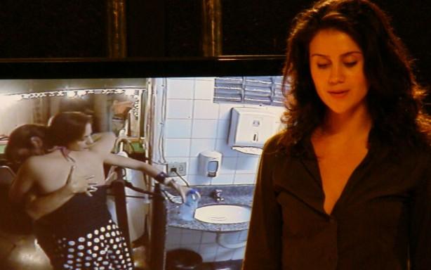 A atriz Branca Messina em Corte Seco (2009), de C. Jatahy