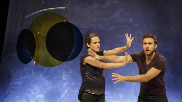 Sofia Dias e Vítor Roriz, em António e Cleópatra, de Tiago Rodrigues (fotografia Christophe Raynaud de Lage/Festival d'Avignon)